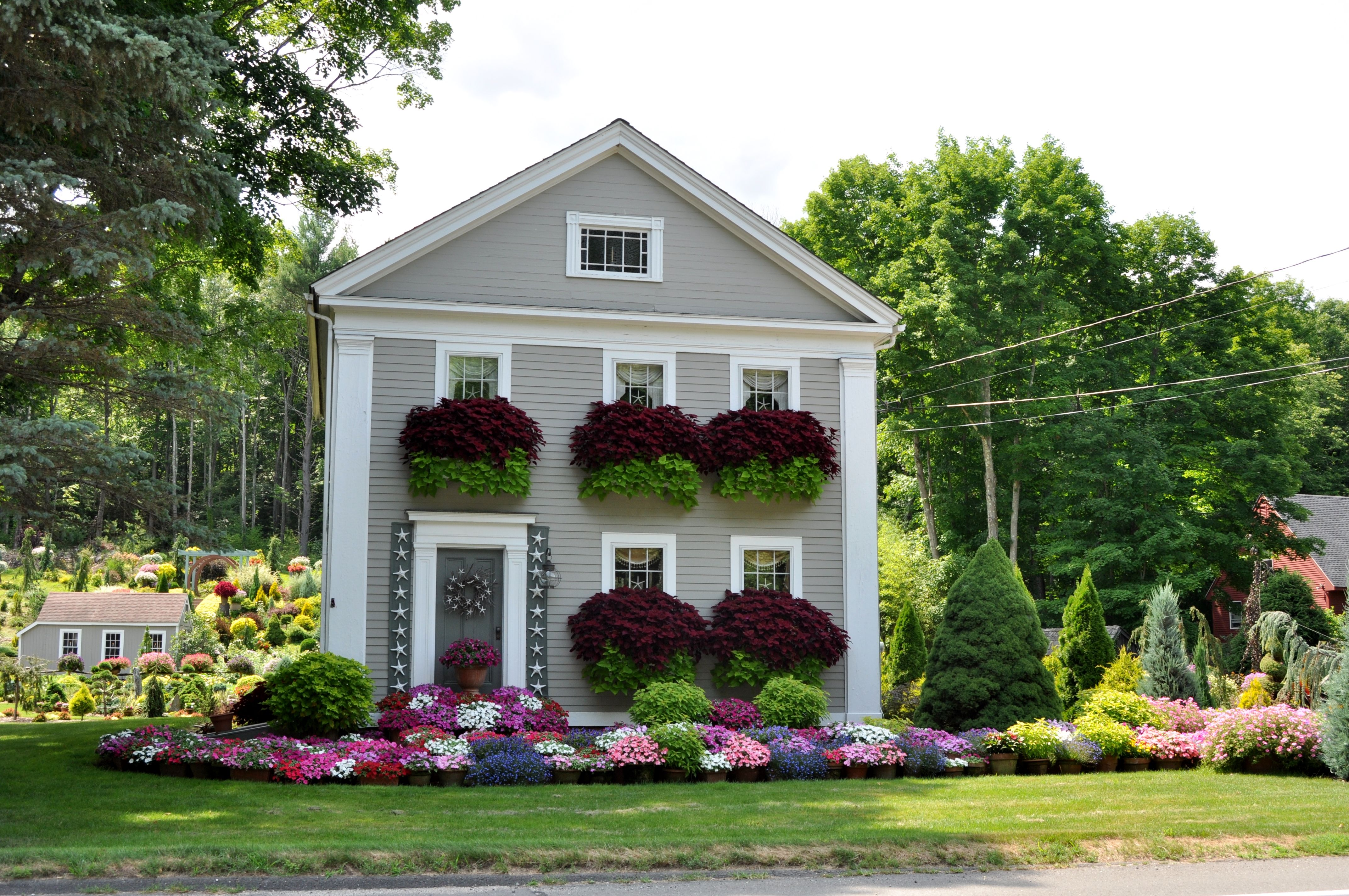 Old Colonial In Avon Ct The Flower House Photo Jason Morneau Colonial House Exteriors Exterior Decor Colonial House
