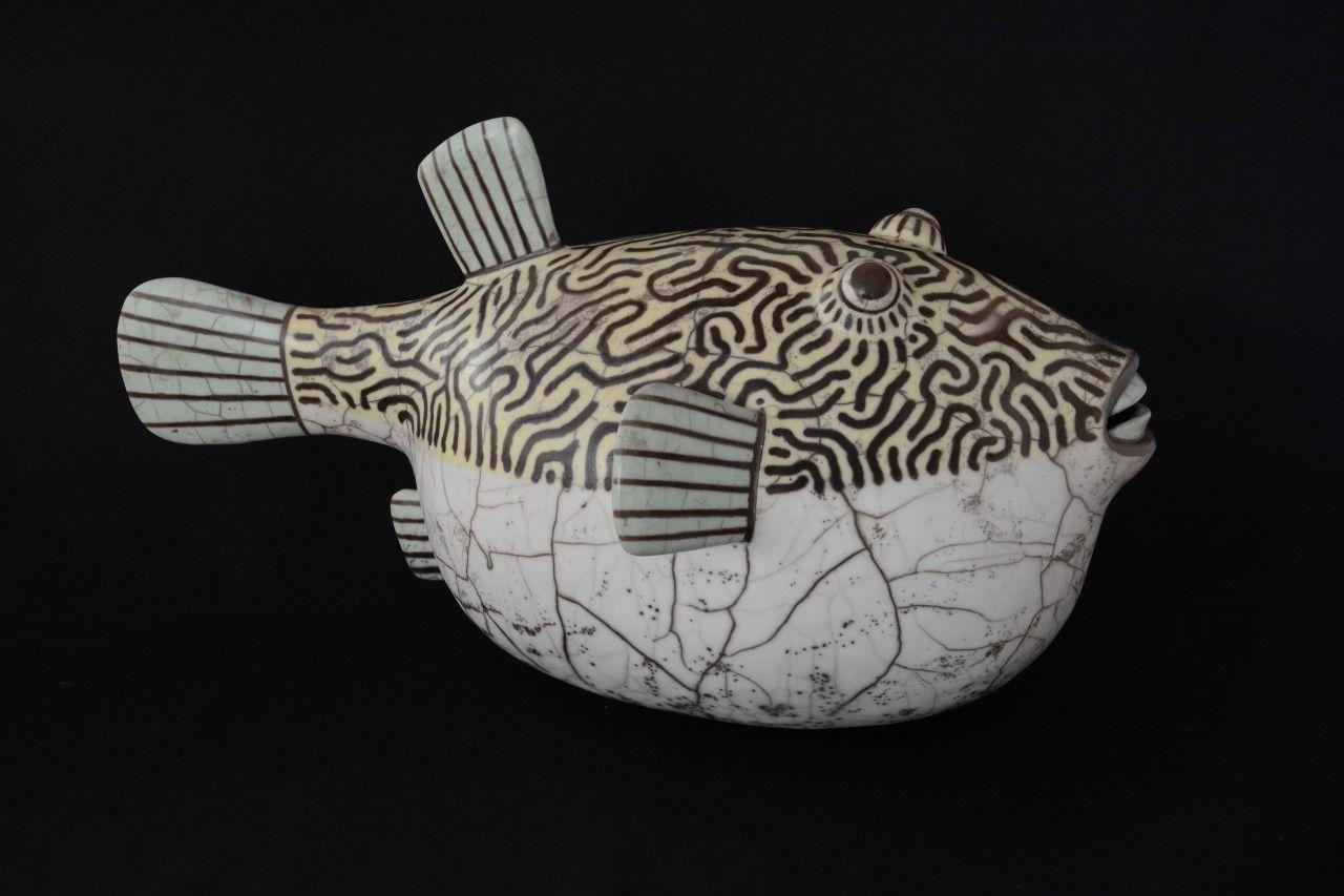 Naked raku ceramic puffer fish peixe bal o em cer mica for Ceramic fish sculpture