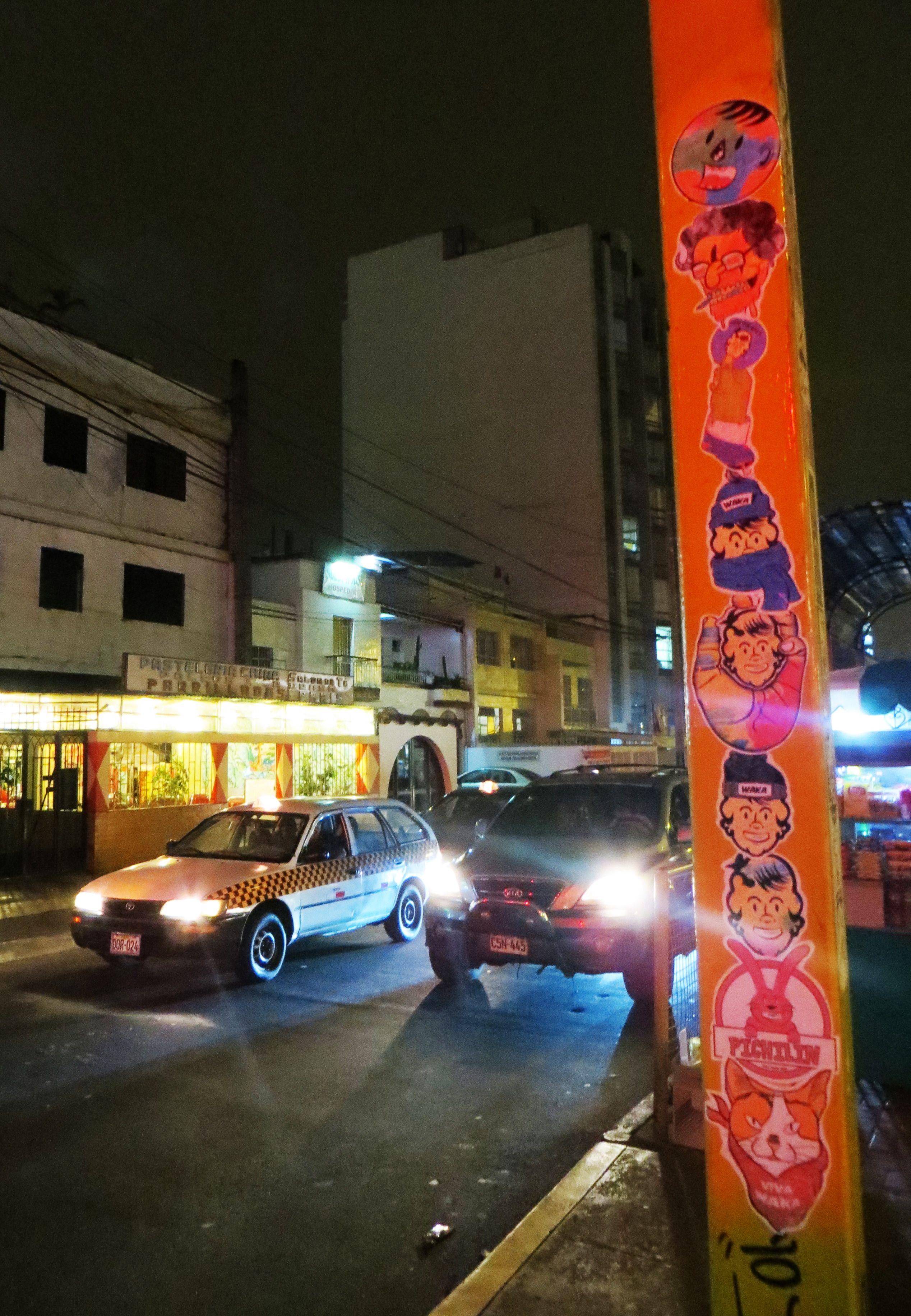 Av Brasil Cdra 33  Pegar Stickers de noche aveces tiene sus desventajas las luces de los carros, los polis en cada esquina, aveces una que otra persona te mira o te pregunta porque pegas stickers, enfin asi es la vida.