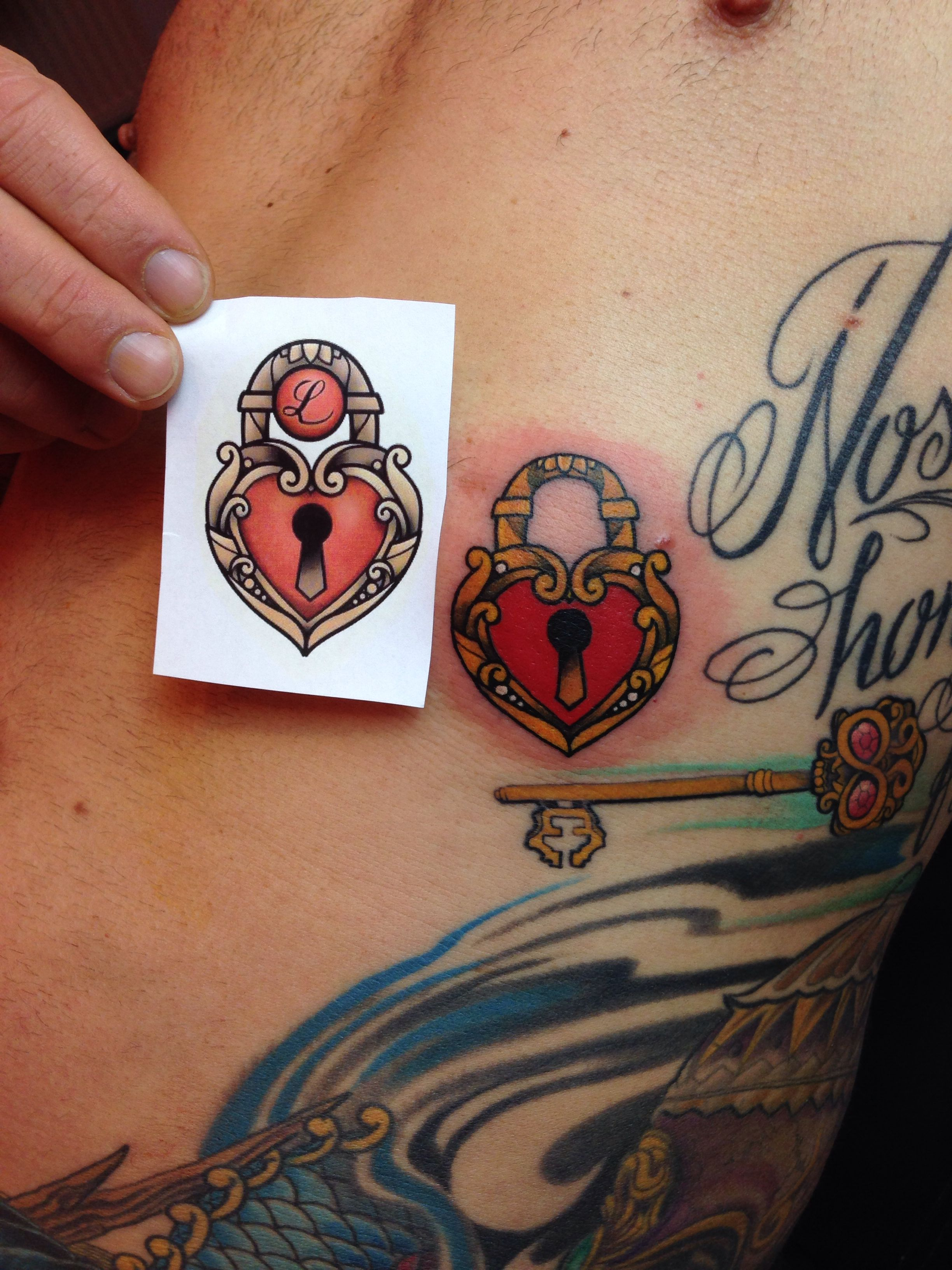 Small color tattoo, neotraditional tattoo, heartshaped