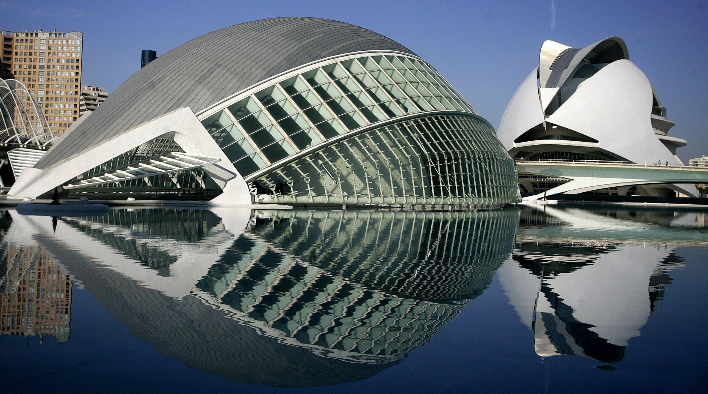 NEW TYPE OF PALACE: Designed By Spanish Architect Santiago Calatrava, The  Palace Of Arts