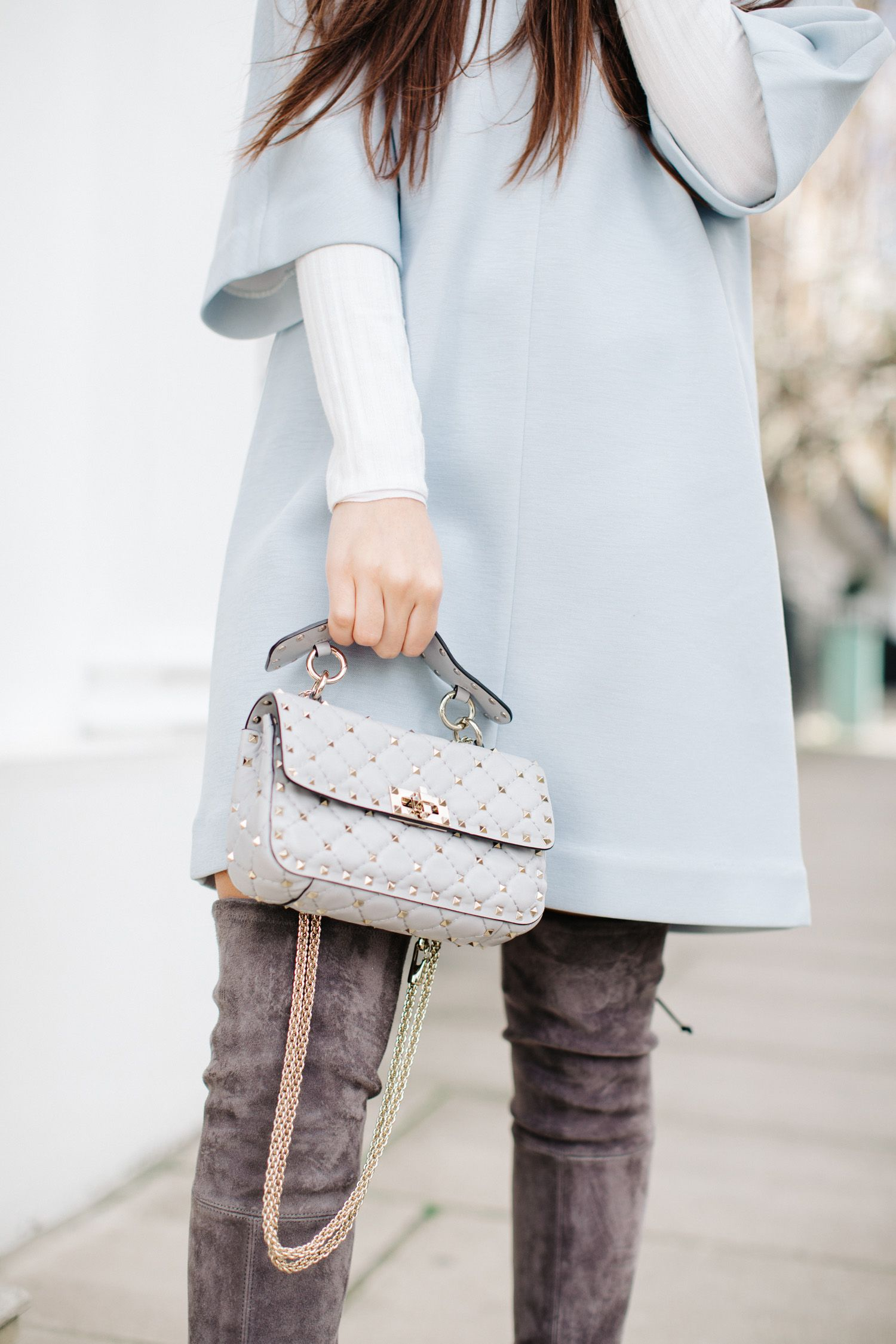 fa693efc54b valentino-rockstud-spike-small-leather-bag -grey-stuart-weitzman-lowland-over-the-knee-boots-londra-grey-hm-trend-light -blue-dress-5