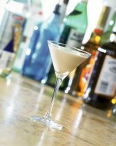 A Hint of Chocolate in Your Brandy? Try the Brandy Alexander #brandyalexanderrecipe