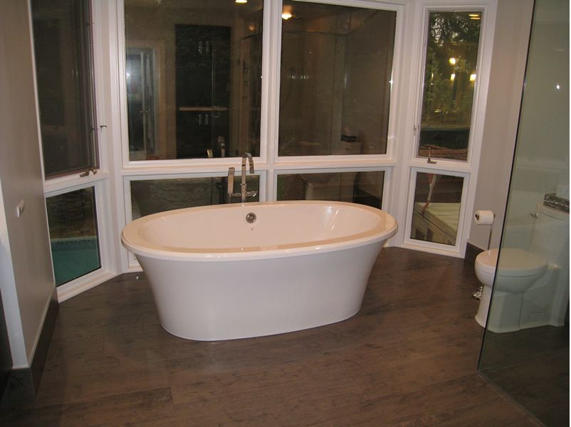 Freestanding Tub: Bain Ultra bathtub, Modern Toilet: American ...