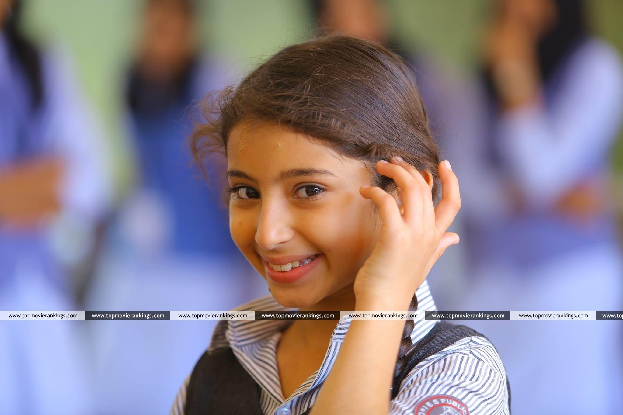 Sara Arjun 3313 Ann Maria Kalippilaanu Malayalam Movie Stills Sara Arjun Movies Child Actresses Still Picture