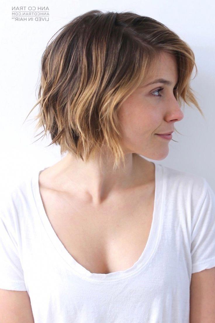 Korte, schokkerige kapsels voor dik haar