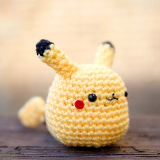 Free Pattern: Pikachu Amigurumi (Craft Gawker) | Häkeln