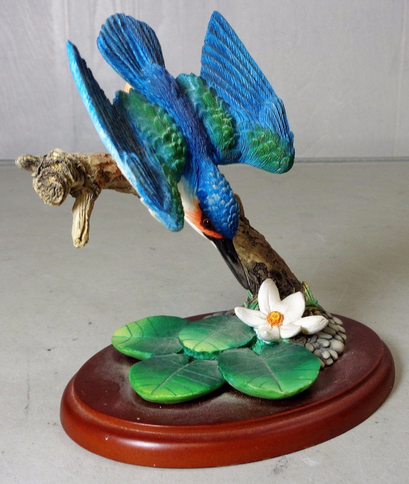 Classic Border Fine Arts Birds by Russell Willis The