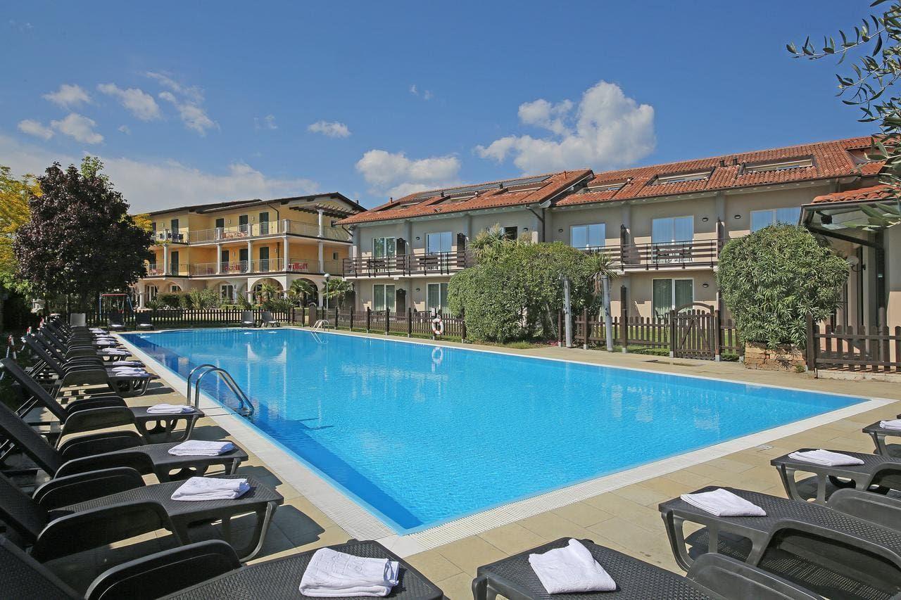 Hotel Splendid Sole Manerba del Garda Lake Garda (With