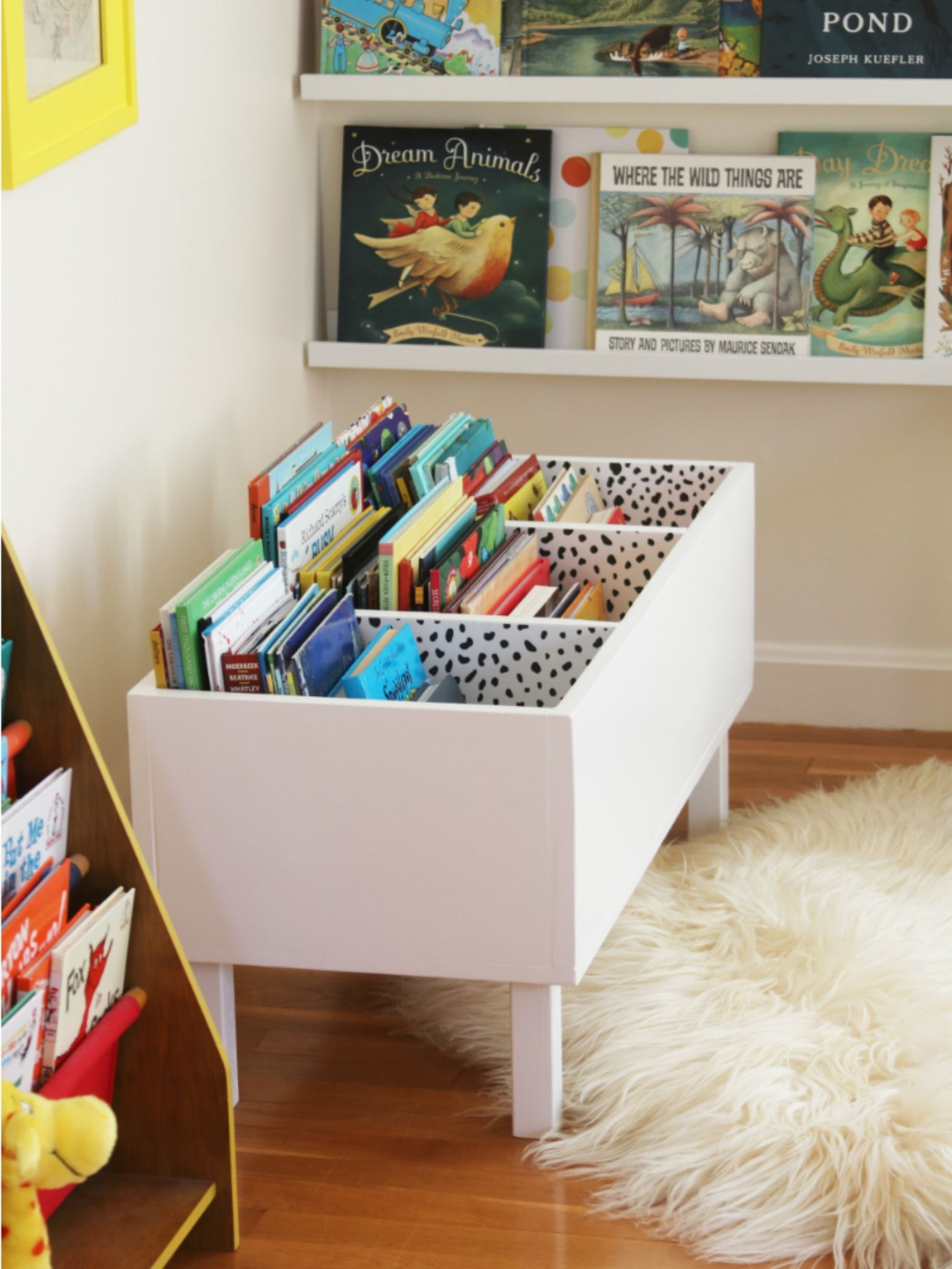 i made a book bin kinderzimmer pinterest. Black Bedroom Furniture Sets. Home Design Ideas