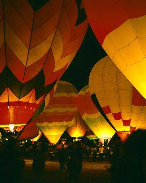 MS-3752.. Balloon glow, Albuquerque Balloon Fiesta, New Mexico