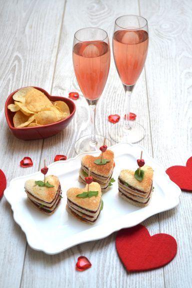 Coeur Sandwich Pour La Saint Valentin Repas En Amoureux Repas Romantique Repas Amoureux