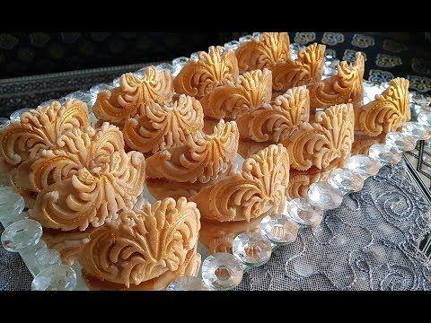حلويات اللوز حلوة الوردة X2f المقادير تحت الفيديو Petits Fours Aux Amandes Youtube Bakery Desserts Desserts Savory Donuts Recipe