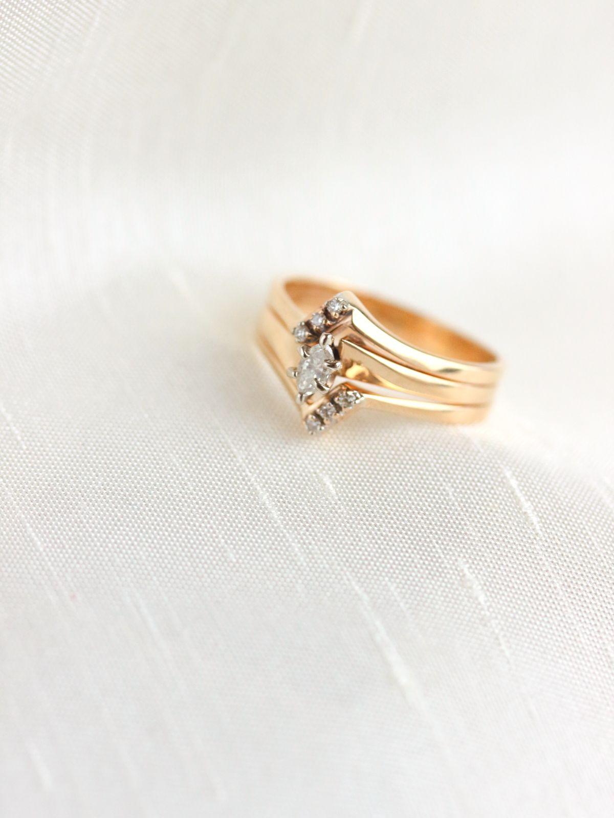 Pin By Latifa Dachraoui On Anneaux De Saphir Bleu In 2020 Round Brilliant Diamond Engagement Ring Diamond Engagement Rings Vintage Vintage Engagement Rings