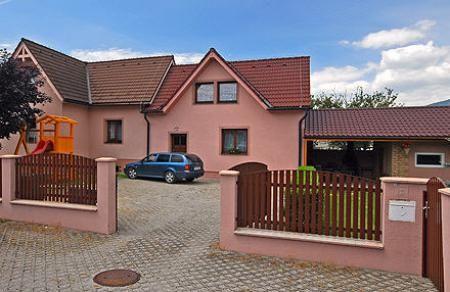 Apartmánový Dom www.polonyiova.upps.cz Ďakujeme Vám, že ste si zo širokej ponuky vybrali našu internetovú stránku. Ak máte záujem stráviť príjemnú dovolenku na Liptove, radi by sme Vás privítali v našom apartmánovom dome.