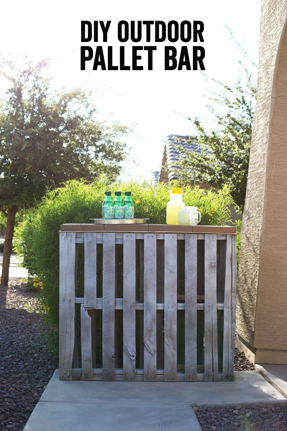 This outdoor palette bar project from @anightowlblog  will have your backyard or patio ready for summer in no time!