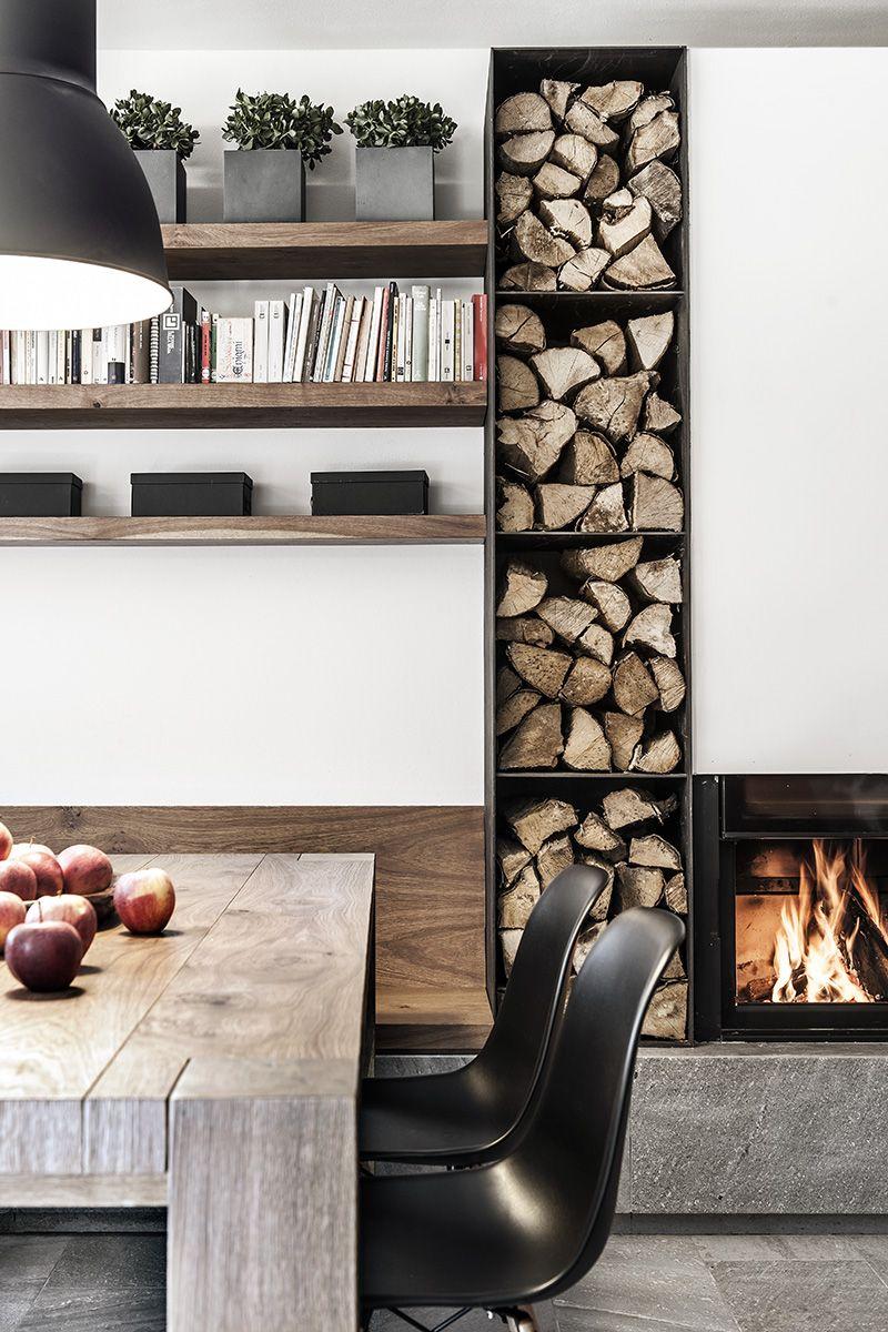 Un refuge en italie modern fireplace log storage