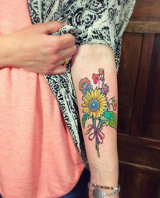 a happy little sunflower/wildflower bundle for Illana  #flowertattoo #sunflowertattoo #eternalink #hushanesthetic