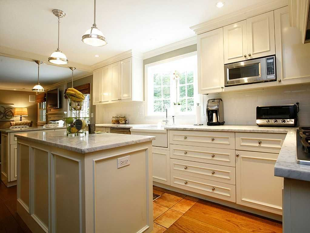 Electrical Outlet On The Island Traditional Kitchen With Flat Panel Cabinets Breakfas Cost Of Kitchen Cabinets Kitchen Cabinets India Costco Kitchen Cabinets