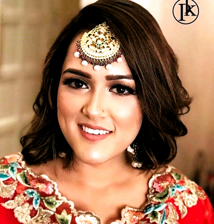 10 Indian Hairstyles For Short Hair That Look Ravishing For Any Bride And Her Bff Hairstyles F In 2020 Short Wedding Hair Indian Hairstyles Indian Wedding Hairstyles