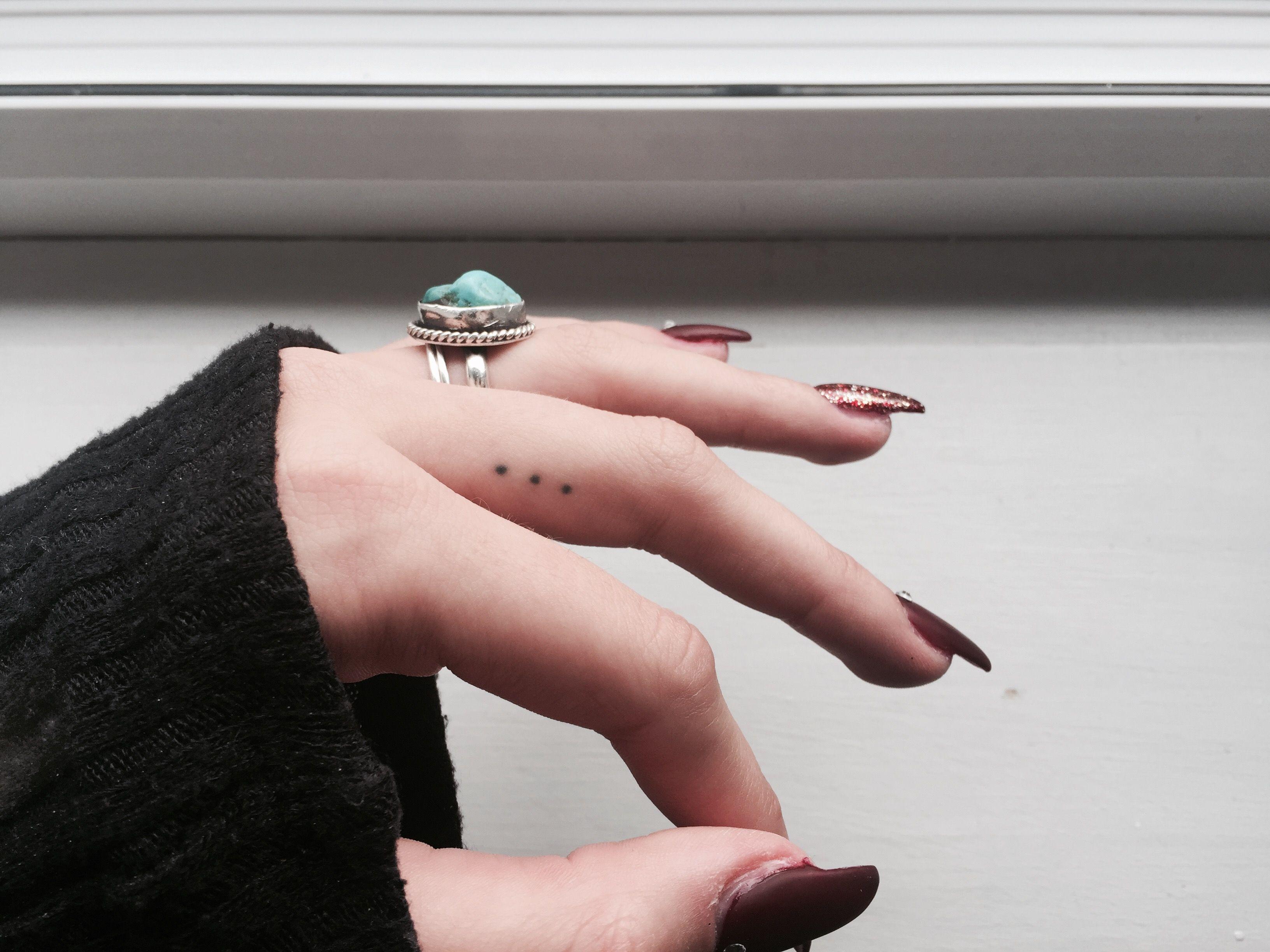 Small Hidden Tattoos Ellipsis Has Same Meaning As Semicolon Tattoo Small Tattoo Semicolon Tinytattoo H Tatuajes De Puntos Tatuajes Minimalistas Tatuajes