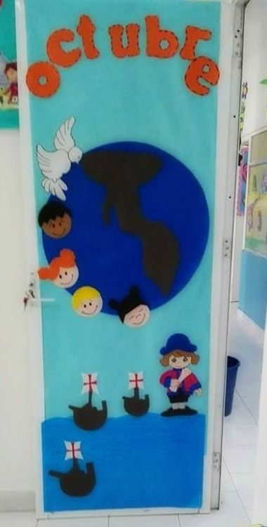 puerta decorada del mes de octubre