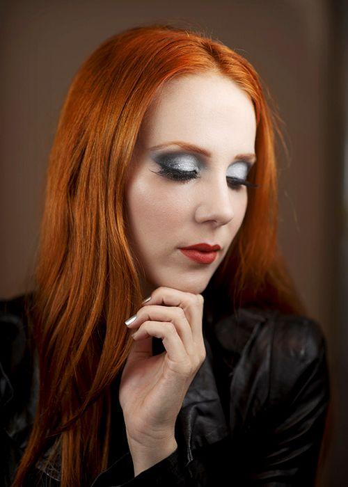 Simone Simons red-headed female mezzo-soprano singer of ...