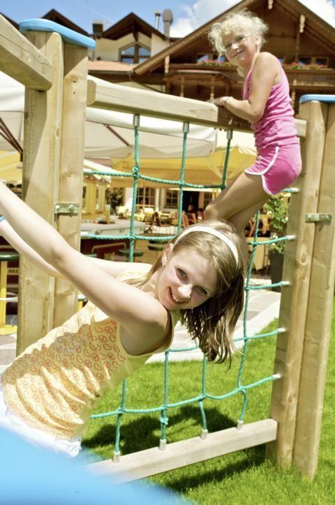 Aktiv im Garten Eden mit Klettergerüst, Rutsche, Kletterspinne und vielem mehr...
