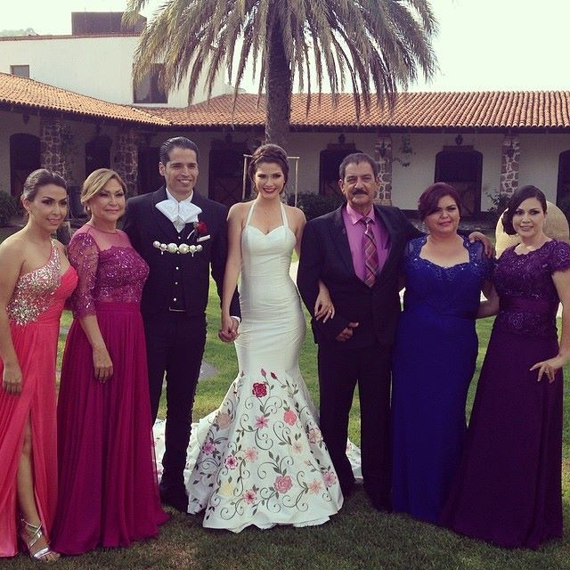 El Vestido De Boda De Ana Patricia Es Perfectaa Wedded Bliss