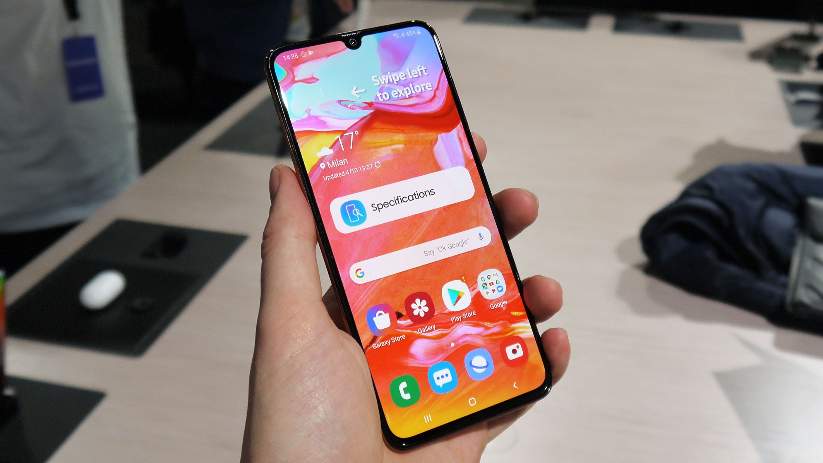 Samsung Announces Galaxy A70 In India At Rs 28 990 Telefono Moviles