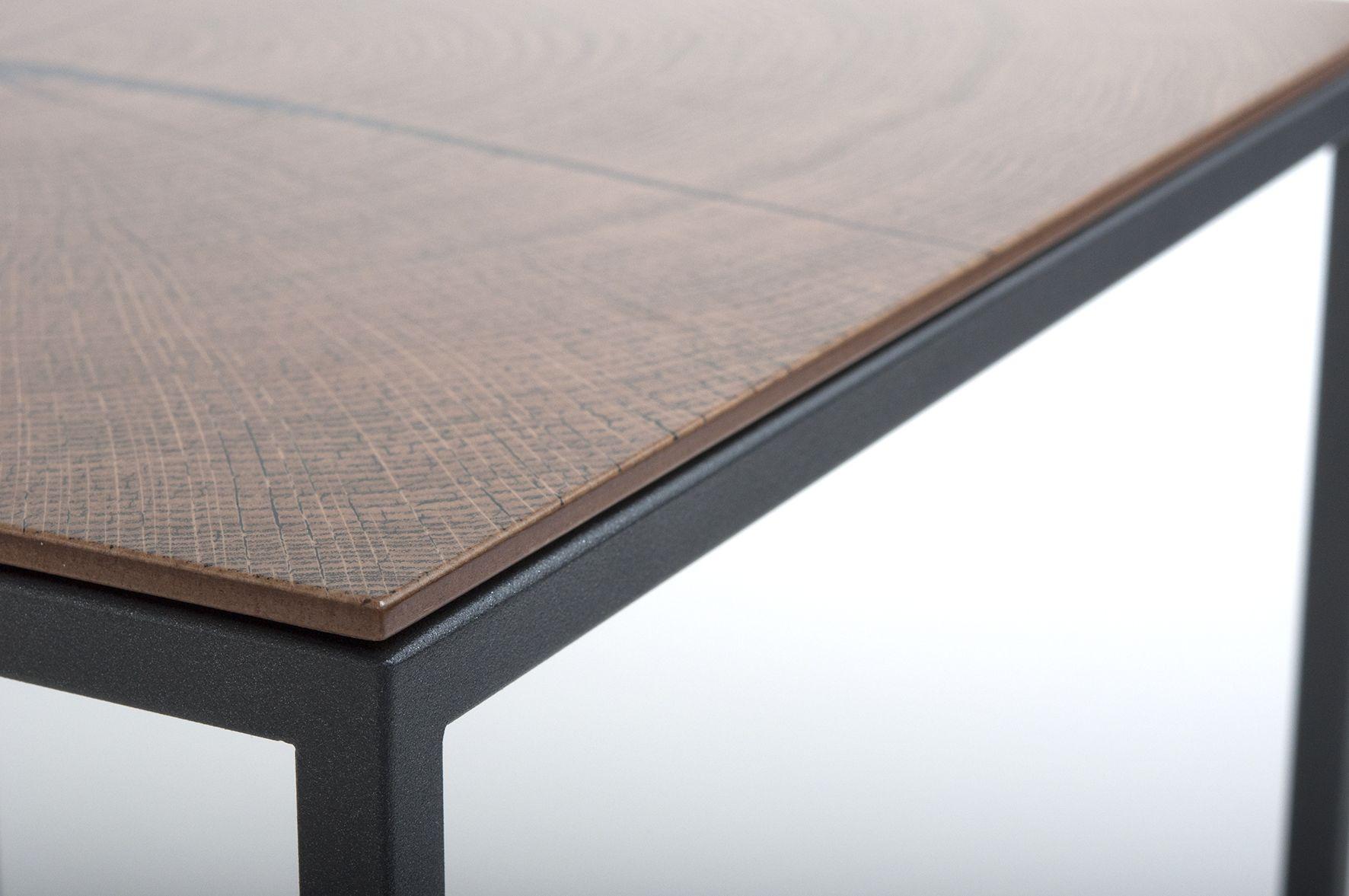Die Tischplatte besteht aus einer 19 mm starken MDF Platte