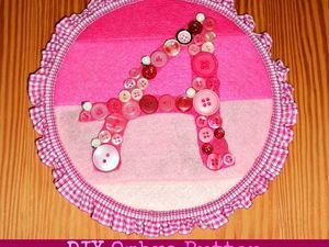 cute idea embrorideriy hoop, fabric and ruffle ribbon and buttons