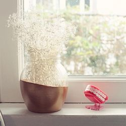 A simple but elegant way to make a pretty little thing for your windowsill.