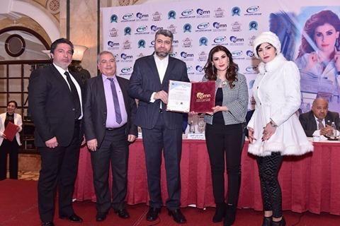 رئيس البرلمان الدولي يكرم برنامج الملكة وسفيرة المرأة العربية في مؤتمر بيروت