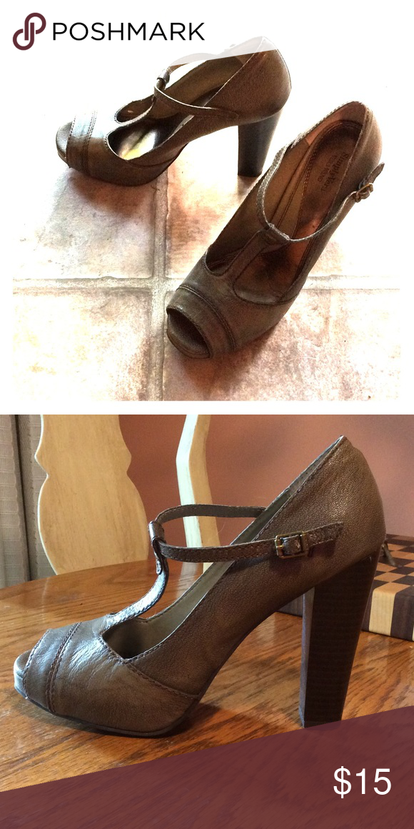 """Simply Vera Wang T-strap heels. Open toe. Super cute with trendy chunk heel. Color is taupe-grey, called Rosella Taupe. 4"""" heel Vera Wang Shoes Heels"""