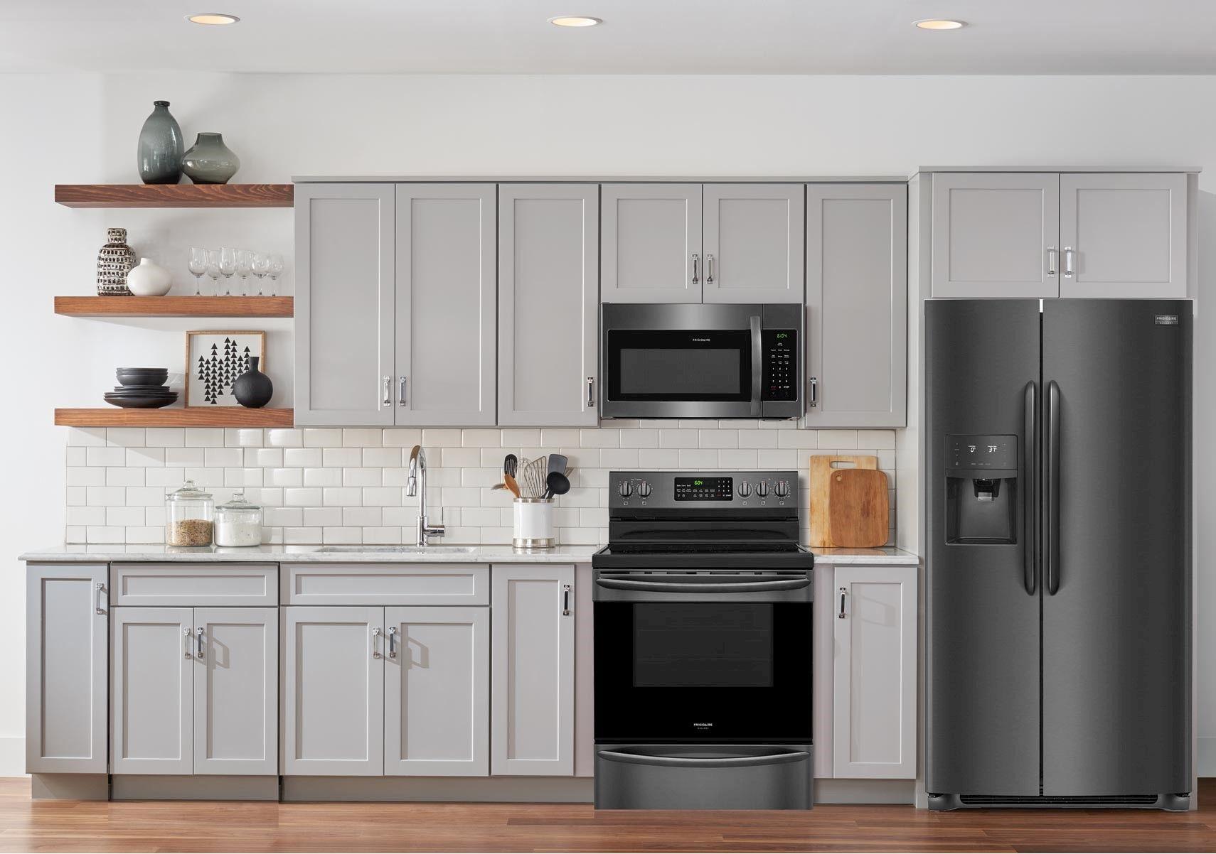 Lacks Fridgidare 3 Pc Black Stainless Steel Kitchen Package Stainless Steel Kitchen Appliances Black Stainless Steel Kitchen Kitchen Appliance Packages