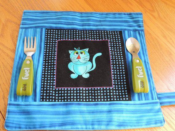 napperon d 39 cole pour enfant avec tissu bleu de chat par cliodana petits plaisirs. Black Bedroom Furniture Sets. Home Design Ideas