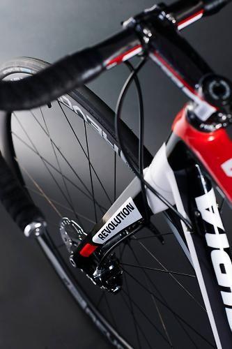 Principia's new Revolution with disc brakes, Di2 and bolt