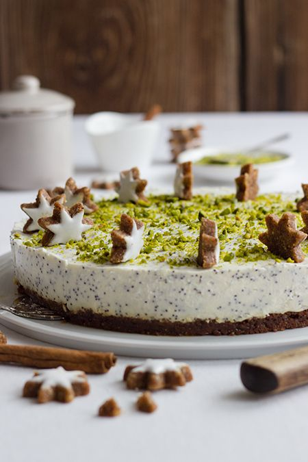 poppy seed zimtstern cake with whipped cream & pistachios