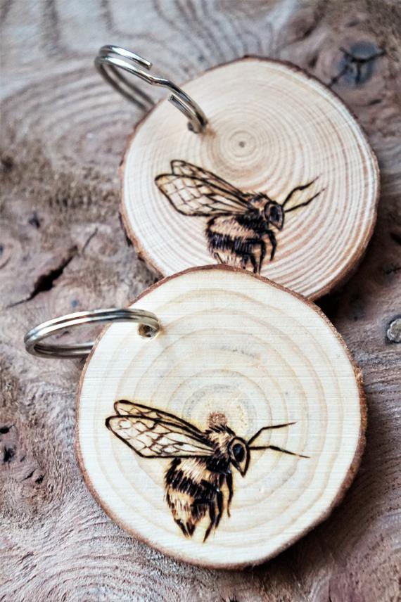 Holz Hummel Schlüsselanhänger, original Pyrographie Kunst Bienen Keyfob