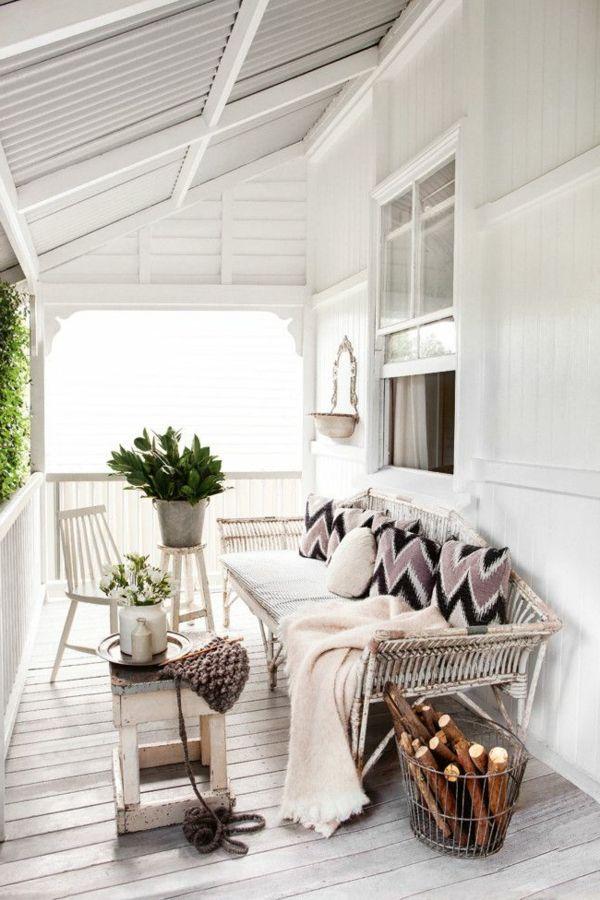 Schicke Balkonüberdachung, die Funktionalität und Stil vereinigt ...