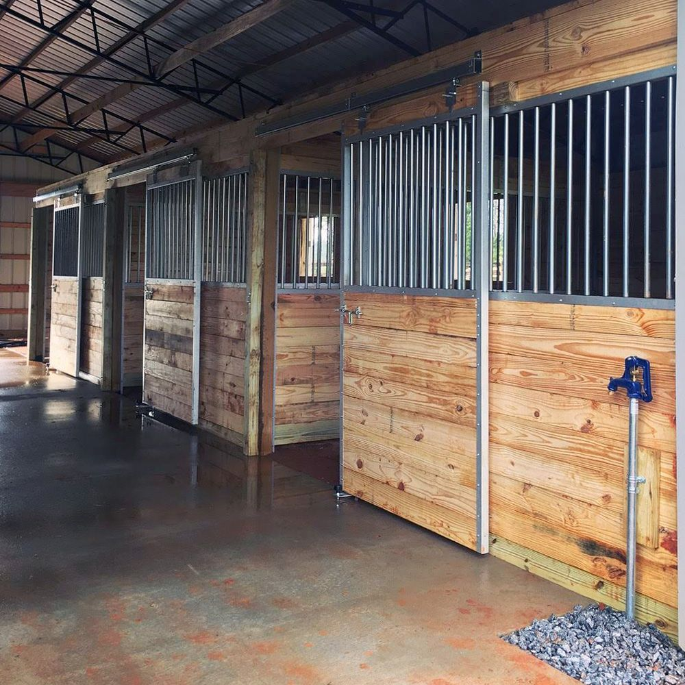 Derby Horse Stall Fronts The Kit Comes Complete With The Door Stall Front And A Square Track Hardware Assembly Kit T Horse Stalls Stall Fronts Barn Stalls