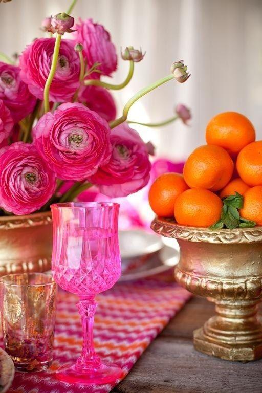 Загадочный марокканский восток может стать основой вашей свадебной стилистики. Яркие краски, золото, обилие декора и флористики, интересные орнаменты.
