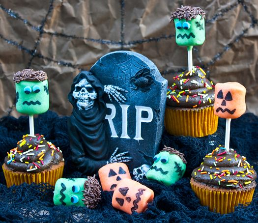 How to make Frankenstein and Jack O'Lantern marshmallow pops • CakeJournal.com
