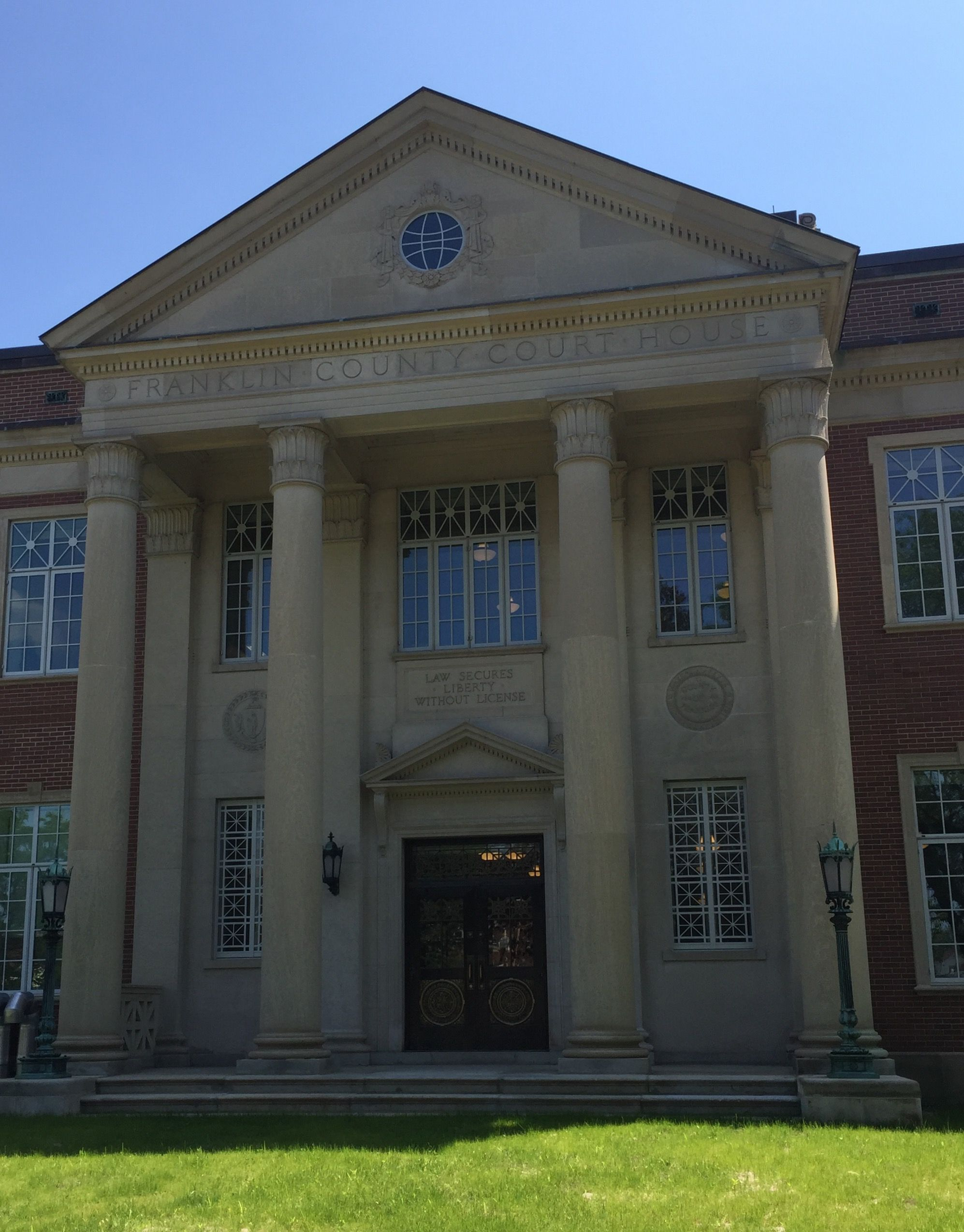 Entryway Franklin County Courthouse In Greenfield Massachusetts Paul Chandler June 2017 Courthouse House Styles Franklin County