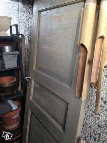 Upea vanha ovi, josta voisi tehdä vaikkapa kätevän liukuoven!