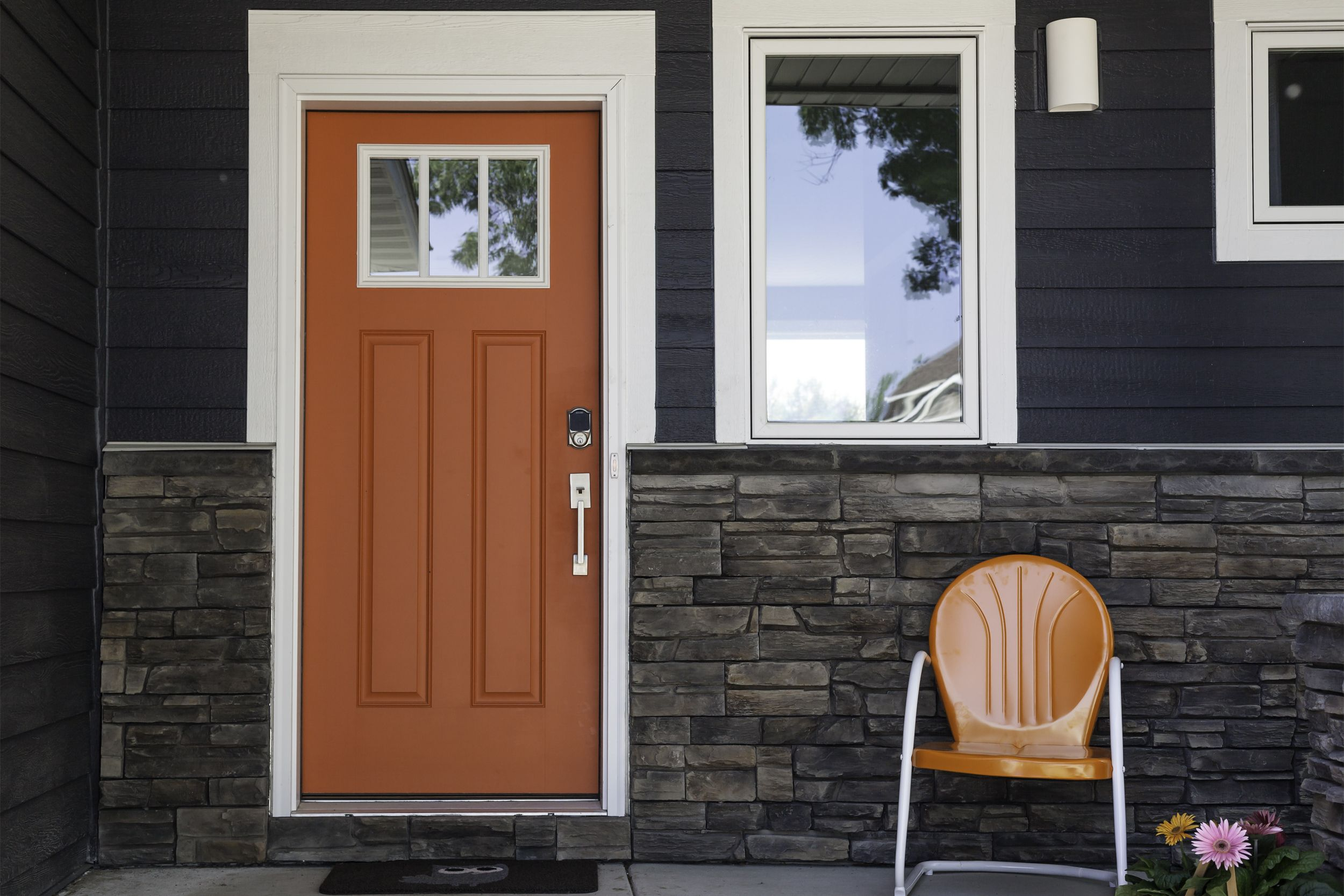 Try a bright orange front door with dark grey siding to - What color door goes with gray house ...