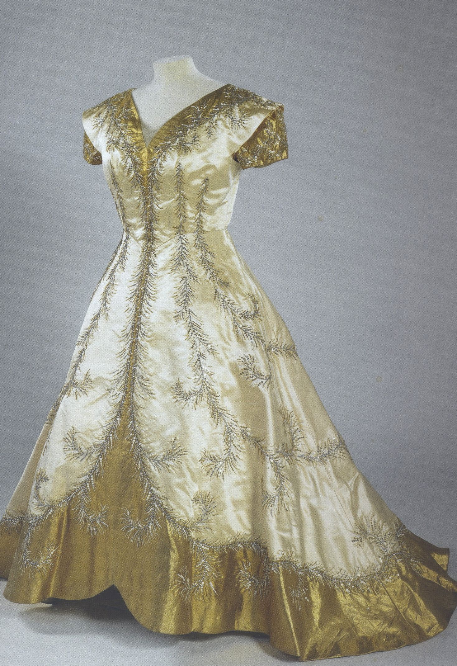 376ef1429159 Norman Hartnell dress worn by Queen Elizabeth The Queen Mother for the  Coronation
