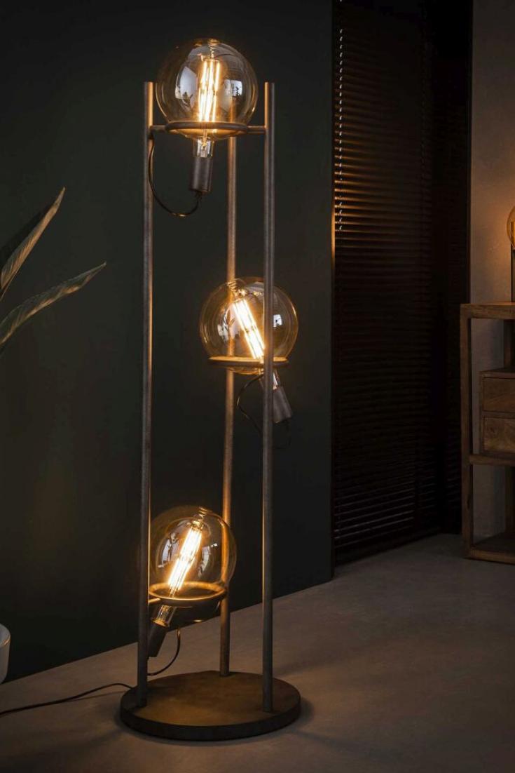 Glühbirnen Stehlampe: Lampe mit mehreren Glühbirnen in 6