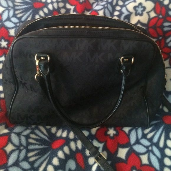 PRICE DROP❗️Michael Kors Medium Sized Bag Gently used authentic Michael Kors bag. It can be used as a shoulder bag or cross-body with the longer strap. It can easily hold a phone, iPad, and even a smaller laptop (it held my 13 inch MacBook). Great condition at a great deal! Michael Kors Bags